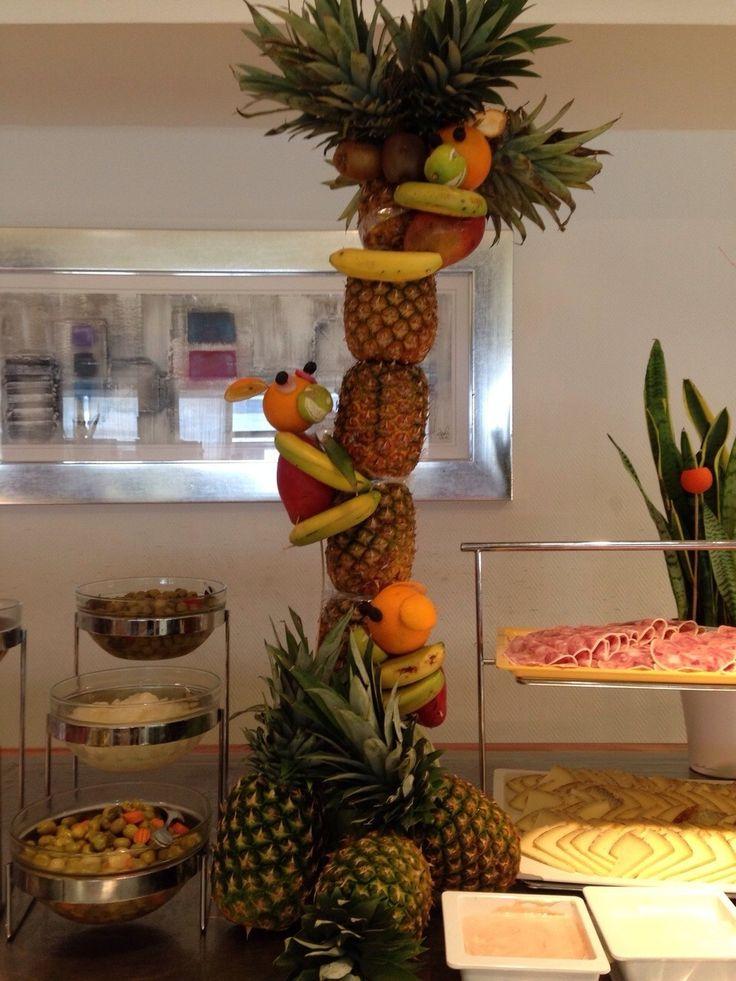 Palmera de pi a con monos de fruta decoraci n buffet for Secar frutas para decoracion