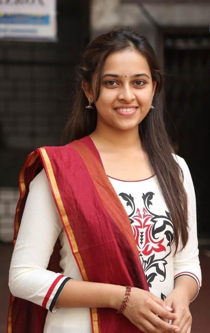Actress Sri Divya Photos: Nice Sri Divya Actress Cute Beautiful Photos