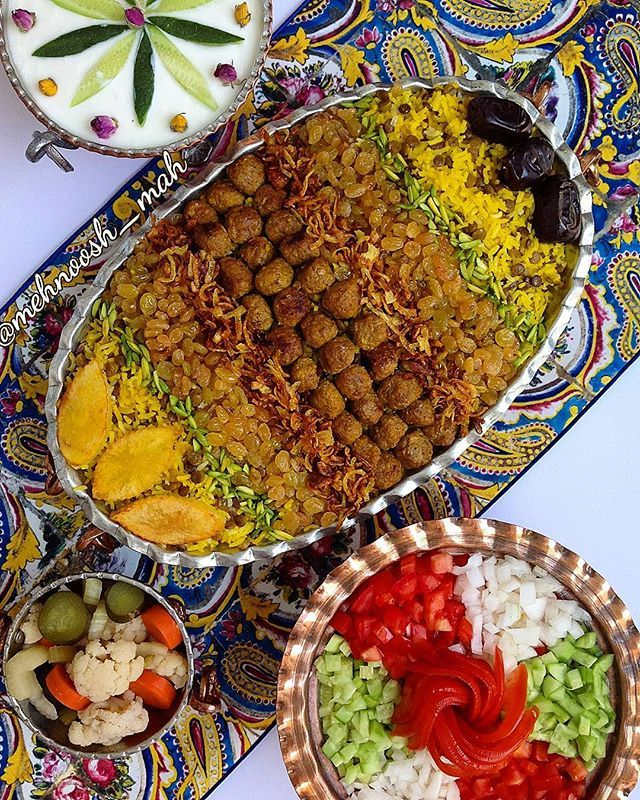 #adas_polo; persian rice with lentils , topped with meatballs, caramelized onion, raisins  and dates