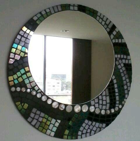 Espejo en mosaico. Vidrio y nacar