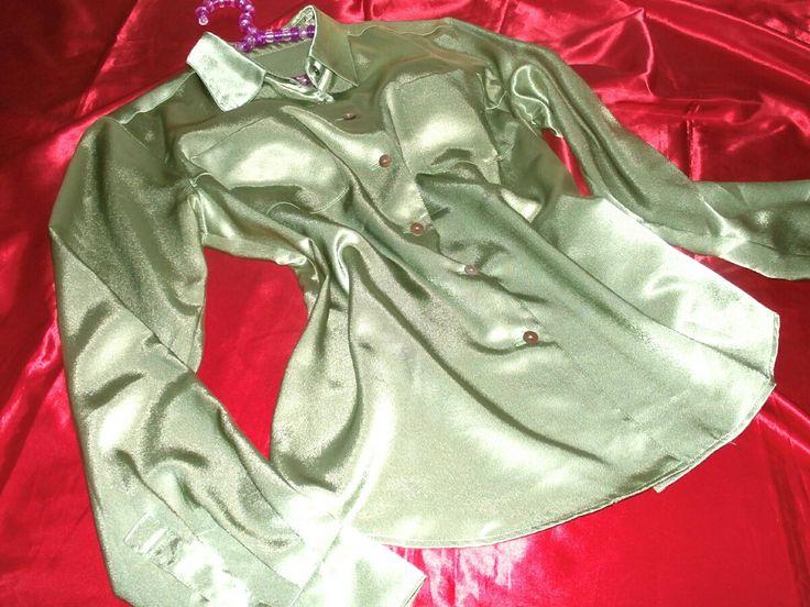 お気に入りのブラウスとスカートの愛用コーデsetです♪東京スタイルのシルキーな肌触りのサテンブラウス♪光沢が強く目映いほど輝くラグジュアリーなひと品♪ボタンは貝ボタンを使用しており高級感溢れるブラウスです♪スカートは煌めく光沢が美しいサテンスカート♪アシンメトリーなティアードデザインでエレガントなひと品♪タイトなシルエットが女性らしいスカートです♪sizeブラウス 9スカート ウエスト (平置き) 約33㎝お洗濯済みですが最近まで愛用していたのでほんのり香水の香りが残ってる場合があります。。細かい点を...