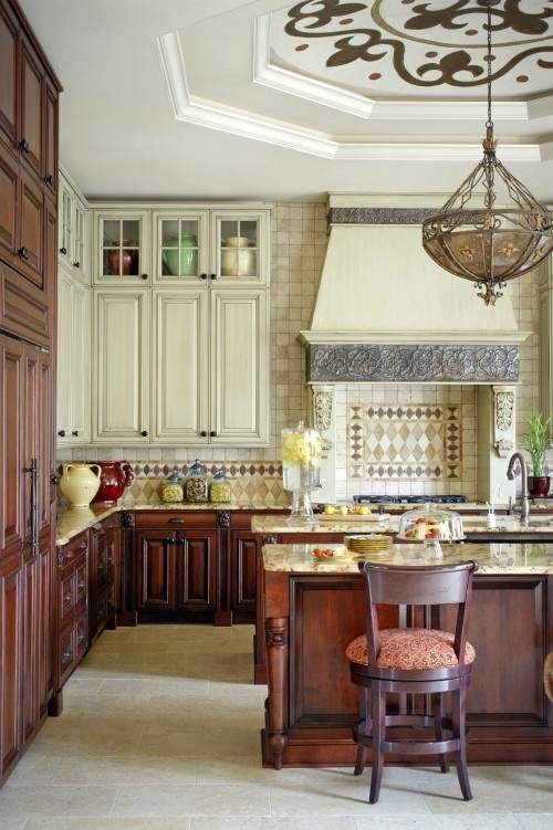 Mediteranean KitchenCabinets Colors, Kitchens Design, Dreams Kitchens, Dark Cabinets, Ceilings Details, Range Hoods, Mediterranean Kitchens, Kitchens Cabinets, White Cabinets