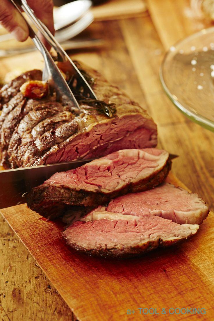 イギリスなどヨーロッパの各国では、日曜日の教会のミサのあとに、塊の肉や鶏一羽を野菜とともに焼き、遅めの昼食をいただく「サンデーロースト」が習わしとなっています。 寒さが本格的になってきた冬の休日は、いつもより手間をかけて …