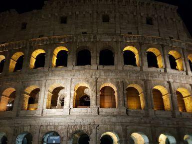Giorno 28 - 07/05/17 Roma - Tra un giro e l'altro oggi abbiamo raggiunto il record di chilometri, 40 in un solo giorno! La stanchezza si fa sentire quindi ci indirizziamo di nuovo verso casa... Siamo stanchi ma contentissimi, abbiamo visitato la maggior parte dei posti qui a Roma in soli due giorni sebbene non basti nemmeno un mese intero per toccare ogni angolo della capitale.