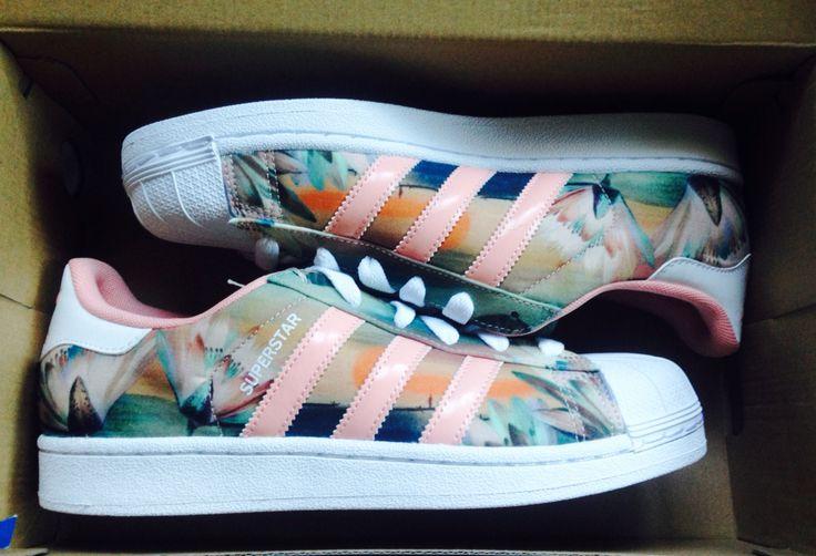 Shoes >>> Adidas Superstar Lotus