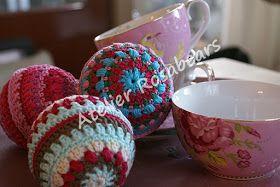 In 2014 haakte ik deze vrolijk gekleurde kerstballen. Ik deel het patroon graag met mijn bloglezers. Inmiddels heb ik al een paar ...