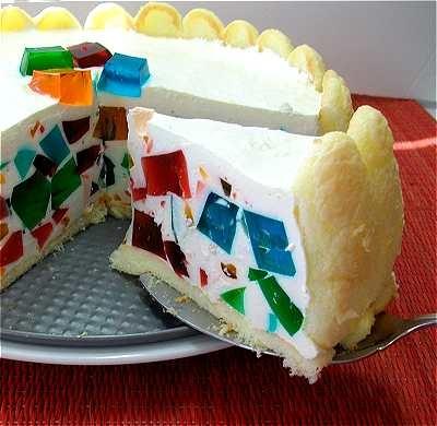 """Carlota de mosaico -- el matrimonio perfecto entre la gelatina y el pastel. Postre ligero y cremoso, se puede elaborar de los colores y sabores que le queden a cualquier ocasión.// """"Charlotte mexique"""" (as opposed to """"charlotte russe"""") -- ...the perfect marriage of gelatin and cake. Light, creamy, and festive, the color/flavor combination possibilities are endless.."""