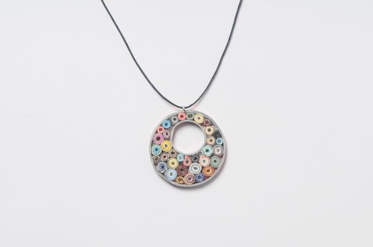 Paper-roses round necklace
