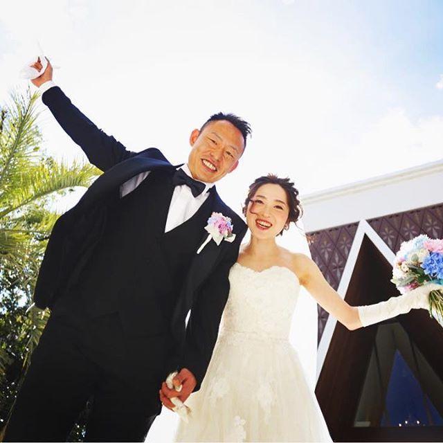 大空広がるプライベート空間で  幸せいっぱいの笑顔♡    チャペル前のガーデンではこんな素敵なお写真が  お撮り出来ます♡    #結婚式#結婚式場#茨城#つくば#dearstage#スマイル#プレ花嫁#卒花#2017年春婚#プロポーズ#結婚#テーマウエディング#コーディネート#ブーケ#dearswedding#ディアステージ#ディアステージつくば#全国のプレ花嫁さんと繋がりたい#前撮り#ウェルカムボード#手作りウェディング#結婚式アイテム#新郎新婦#結婚式テーマ#wedding#happywedding#fiorebianca#ドレス#ゲストハウス#ディアステージつくばフォレストテラス