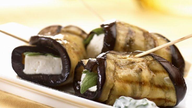 Gegrillte Auberginen-Rouladen mit Schafskäse-Salbei-Füllung