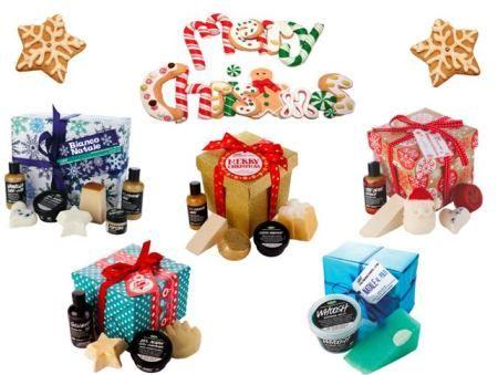 """Per questo Natale, Lush ha predisposto ben 5 moderne e dettagliate confezioni regalo, dai colori accesi e dalle vibranti decorazioni. Ballistiche e saponi artigianali, spumanti ed oli da massaggio super profumati, creme, detergenti e maschere per viso, corpo e capelli si riuniscono in divertenti pacchi regalo per rendere ancor più festoso il Natale di chi li riceve. Accanto a queste cinque nuove proposte, Lush ha strutturato altresì la """"Regalo Card"""", tessera da caricare con importi che ..."""