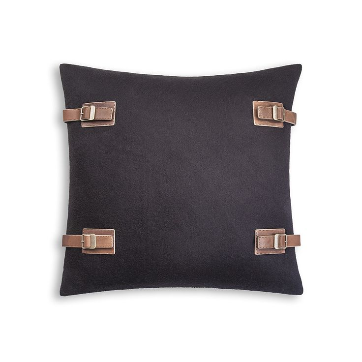 "Discover+the+UGG®+Luxe+Lodge+Cushion+Cover+20""+-+Black+at+Amara"
