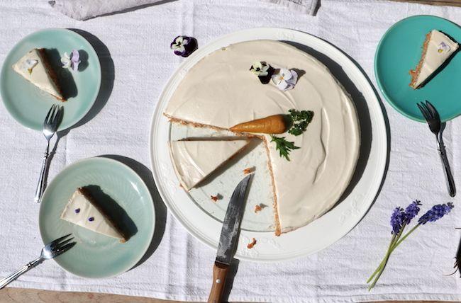 Roher Karottenkuchen schmeckt saftig mit einem Hauch nach Marzipan