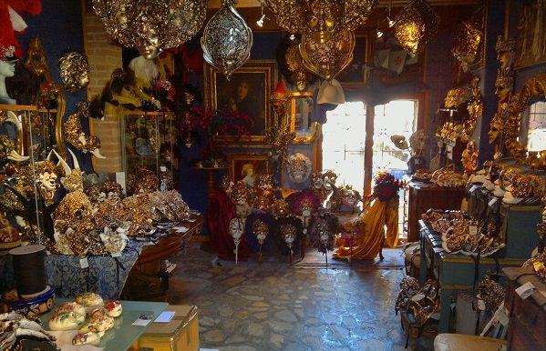 The Casin dei Nobili is one of my favorite little shops in Venice. It is a real treasure trove of fascinating treasures. All the masks they sell are handmade in their own workshop.