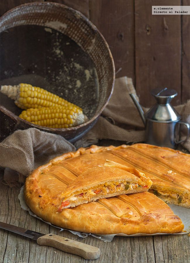 Cómo hacer empanada gallega de bonito y pimientos. Receta con fotos del paso a paso y la presentación. Trucos y consejos de elaboración. Recetas...