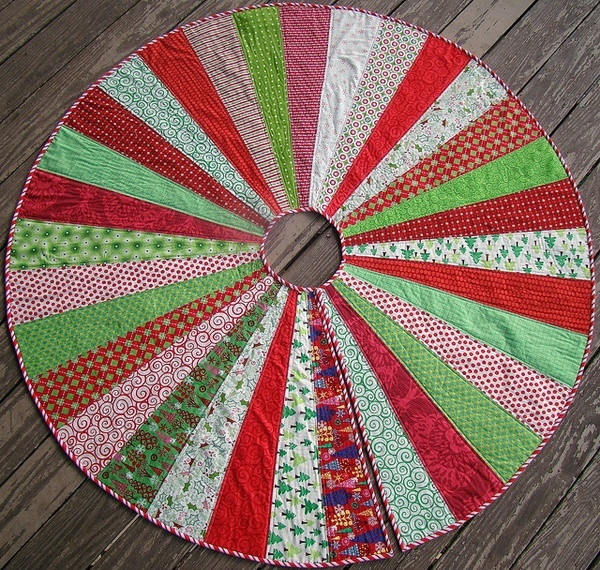 Christmas Tree Skirt tutorial----I LOVE THIS!  I really want to do this.