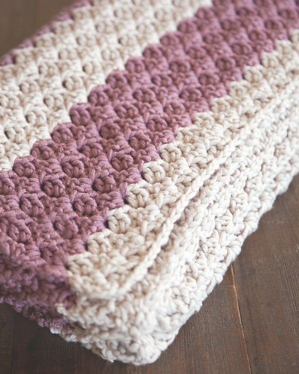 Free Chunky Crochet Throw Pattern - Leelee Knits. This easy crochet pattern is the perfect project for beginner and advanced crocheters and makes a quick, thick, and cozy blanket/throw.