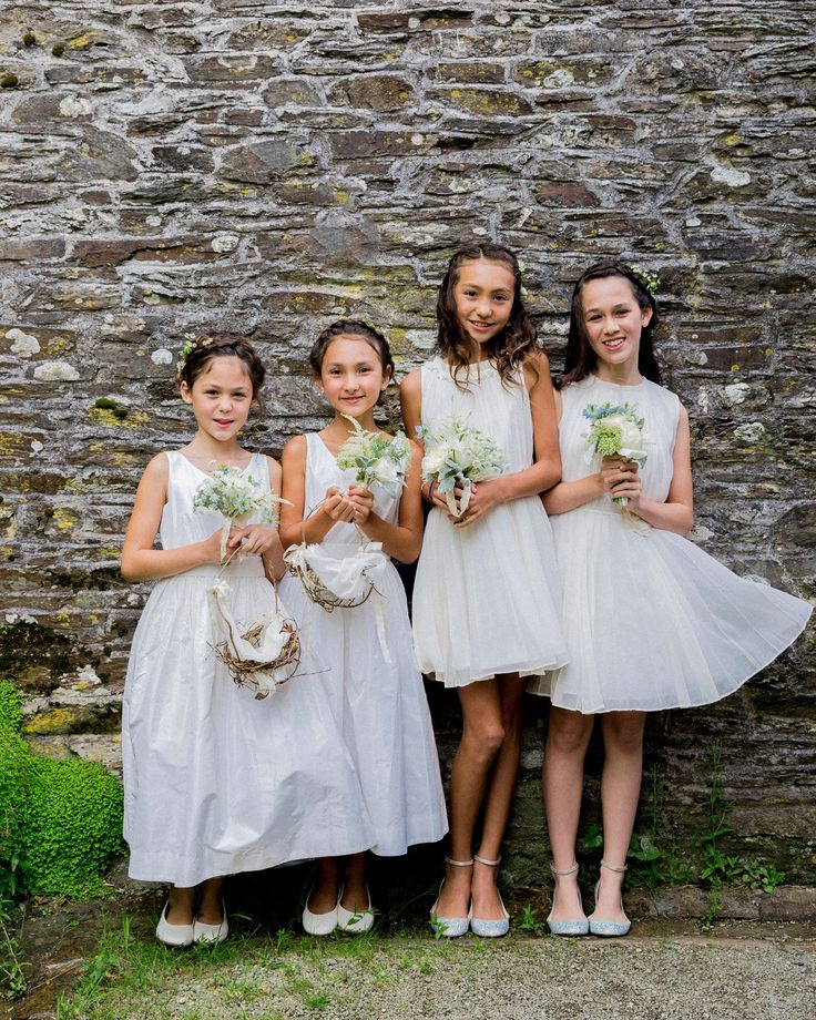 How cute are these flower girls?! THE GOLD COLLECTIVE