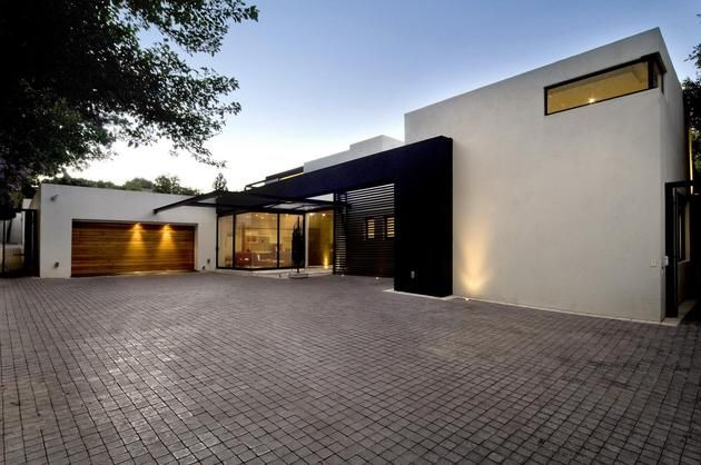 single-storey-home-flat-roof-future-vertical-expansion-2-driveway.jpg