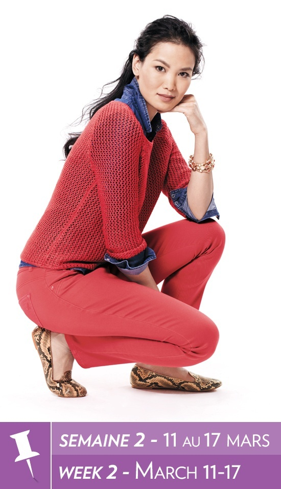 Open stitch sweater, denim shirt, coloured denim, snakeskin print loafers / Tricot à mailles fines, chemise en denim, denim coloré, mocassins à imprimé serpent #reitmans #petites #reitmanspinittowinit