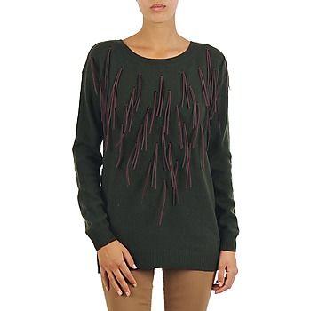 Atemporal, el jersey encuentra su sitio en la colección de Vero Moda esta temporada, con este increíble modelo. Nos encanta su corte perfecto y su color verde, ideal para cualquier ocasión. He aquí un modelo que seducirá a las urbanitas más exigentes. #jersey #sueter #moda #modamujer #mujer  http://www.spartoo.es/Vero-Moda-SEATTLE-LS-FRILL-BLOUSE-x240203.php