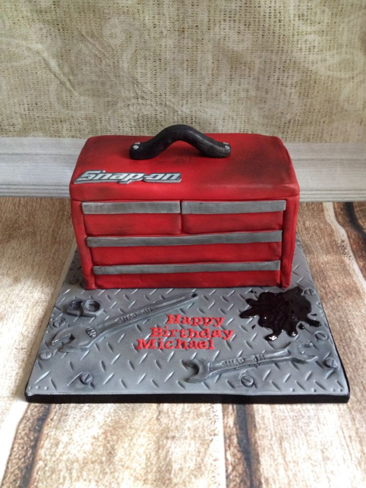 Snap on tool box cake