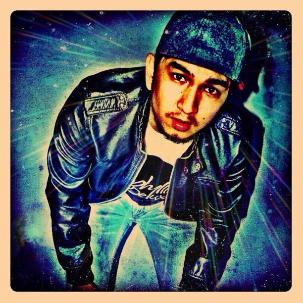 Me..  #jj #iphone4 #instagram #instaplus #iphonesia #photography #popularpage #drum  - @ameclylapitbulldrums- #webstagram