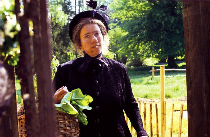 Pin for Later: Netflix: Everything That's Been Added to Streaming in 2016 Nanny McPhee You don't have to be a kid to appreciate Emma Thompson in this magical tale!  Watch it now.