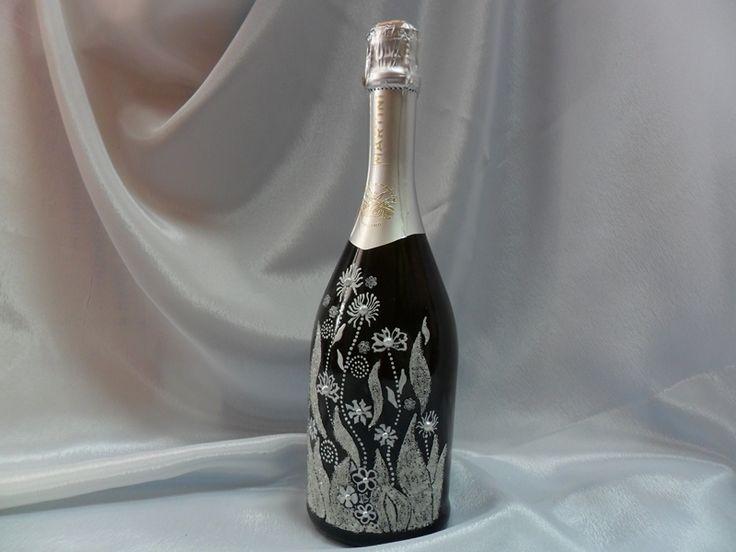 """Подарочная бутылка """"MARTINI"""" с декором микробисером и жемчугом. Ручная работа.Авторский рисунок. #праздники #подарок #шампанское #декор #бисер #ручнаяработа #soprunstudio"""