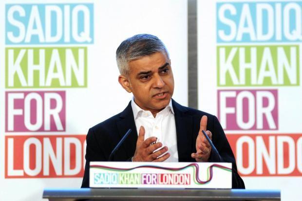 Kontroversi Sadiq Khan Dari Pendukung Nikah Sejenis Hingga Menolak Boikot Israel  Kemenangan politisi dari Partai Buruh beragama Islam Sadiq Khan menjadi Wali Kota dari pusat pemerintahan Inggris London menjadi kabar menghebohkan terutama bagi kaum Muslim. Politisi keturunan Pakistan berusia 45 tahun itu berhasil mengalahkan rival terdekatnya dari kubu Konservatif Zac Goldsmith (41). Khan memenangkan 1.310.143 suara menaklukkan Zac Goldsmith dengan 994.614 suara. Margin kemenangan 136 persen…