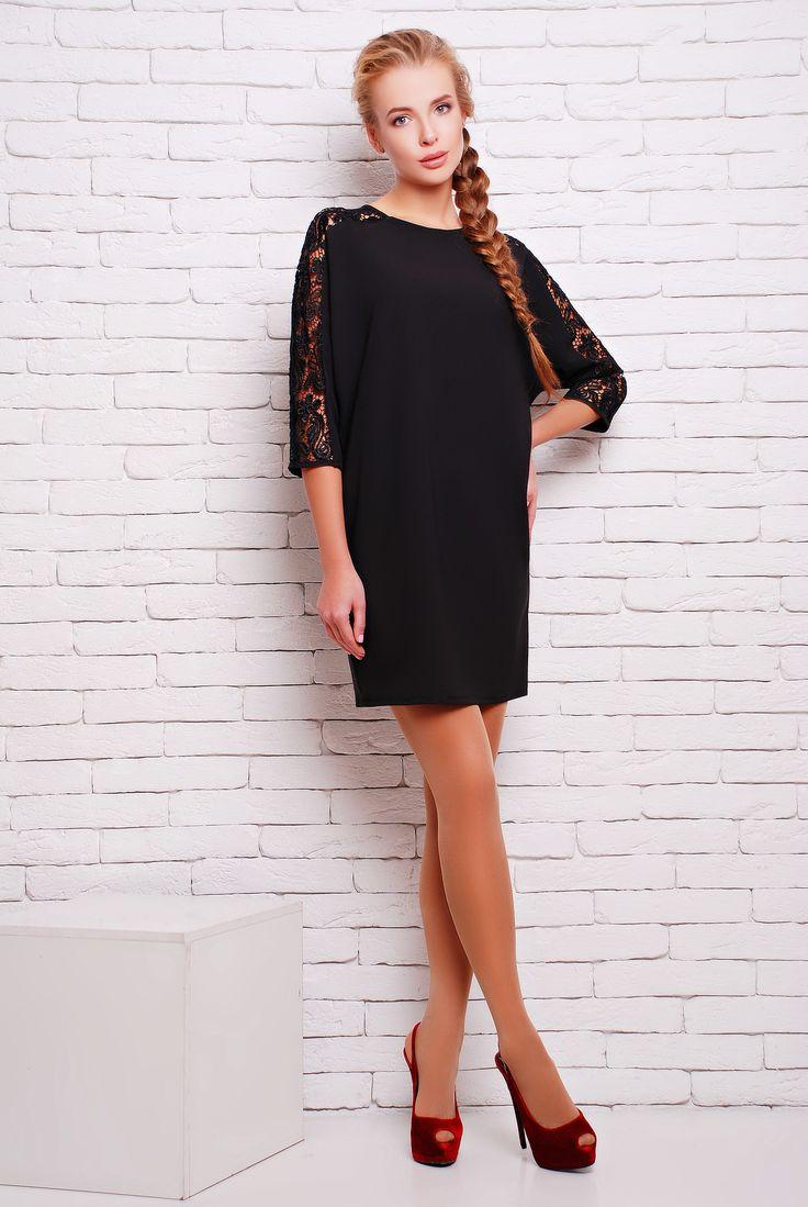 Платье коктейльное с кружевом цвет черный  ЗАРА -  Коктейльное однотонное платье из плотного дорогого трикотажа до колена прямого фасона с цельнокроенным рукавом. Изюминкой платья является декор по верхнему шву рукава из качественного дорогого кружева и V-образный глубокий вырез на спине.