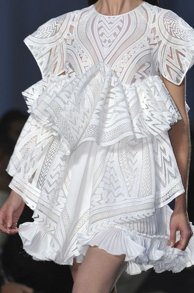 Short white dress with pleats, patterns & frills; fashion details // Givenchy Spring 2010