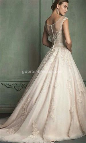 Oh this is lovely. Simply amazing. And would look stunning with a long veil.