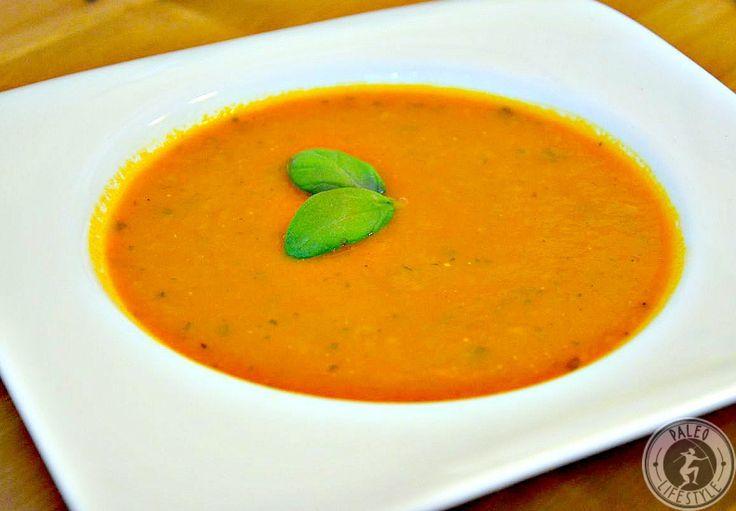 Die klassische Tomaten-Basilikum-Suppe mit frischen Zutaten und gesunden Nährstoffen und aufgepeppt mit der Schärfe von Chili.