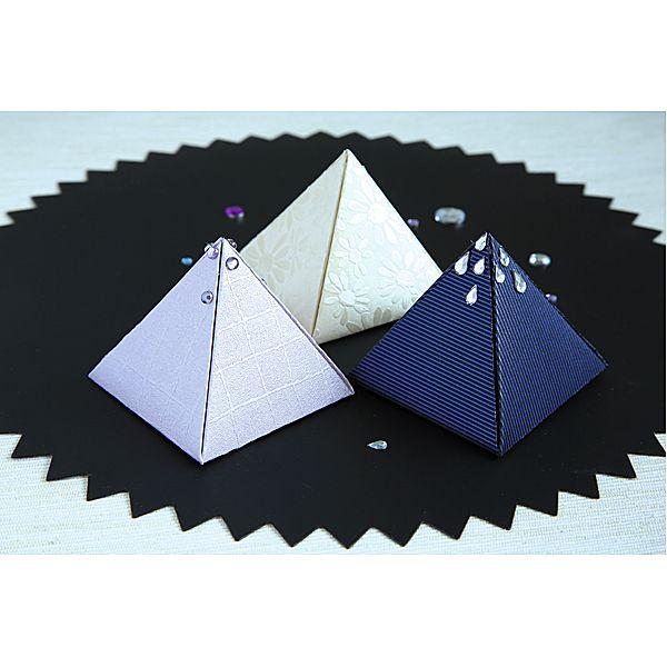Eleganckie pudełeczka DIY  http://www.mojebambino.pl/ozdobne-papiery-tektury-bibuly/221-papier-wytlaczany-margaretki.html