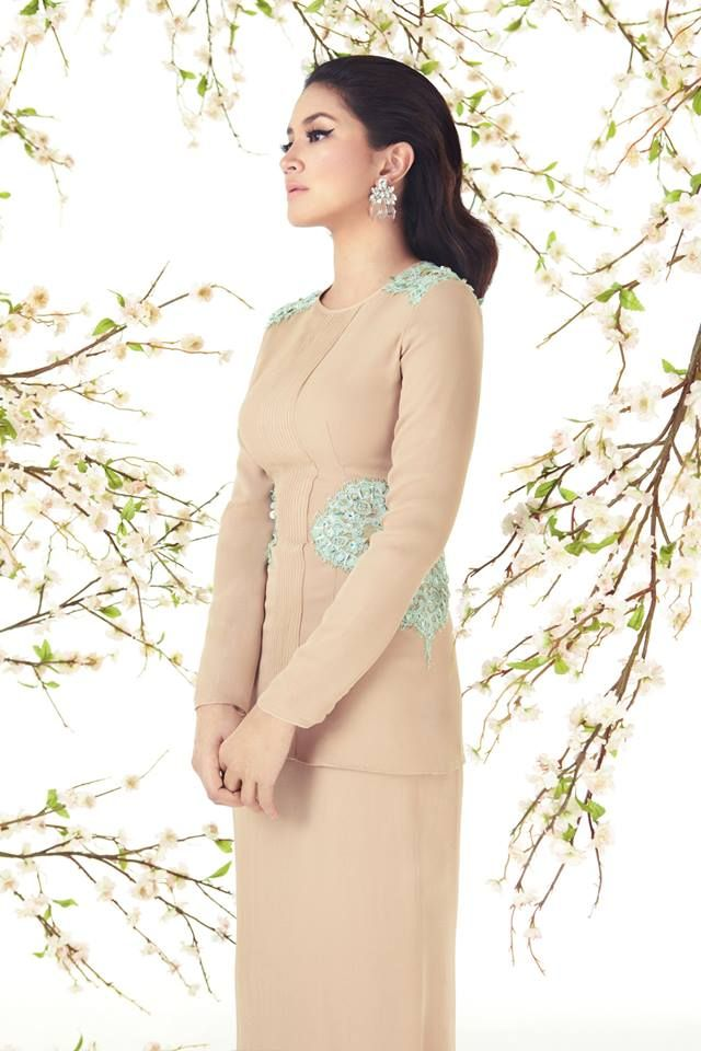 Raya 14-12 by Innai Red. A modern kurung with lace details on the shoulders and waist.