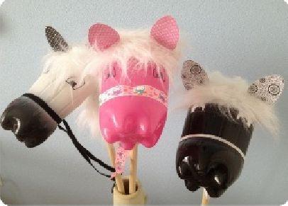 Aşağıdaki adımları takip ederek çocuklarınız için çok güzel oyuncak sopalı at yapabilirsiniz. Eminim çok sevecekler. Çocuklarınıza çoraptan oyuncak modelle