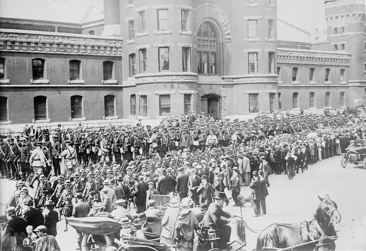 The 48th Highlanders of Canada leave Toronto in 1914