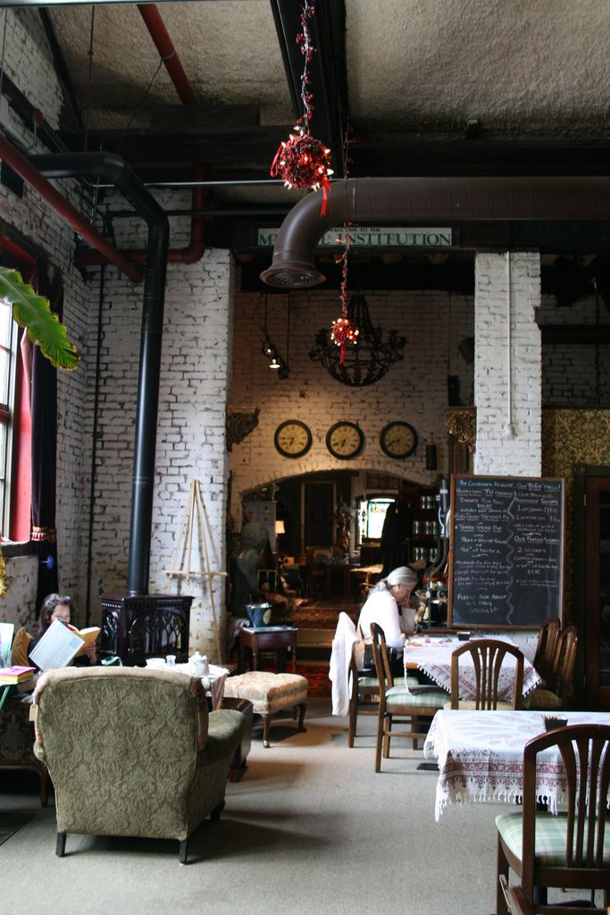 Basically british tea room warren rhode island for Tea room interior design ideas
