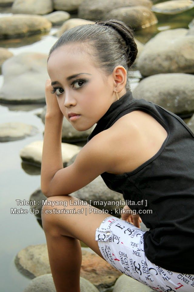 Mayang Lalita @Casual | Make Up & Hair Do : estiariani.cf [ Rias Pengantin Purwokerto ] | Photo : klikmg.com Fotografer