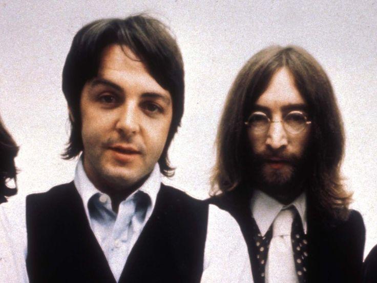 """Zusammen haben sie die Pop-Musik revolutioniert – und auch 37 Jahre nach John Lennons Tod schickt Co-Beatle Paul McCartney noch rührende Geburtstagsnachrichten. 77 Jahre – so alt wäre Beatles-Legende John Lennon (1940-1980, """"Imagine"""") am Montag geworden. Und natürlich ist..."""