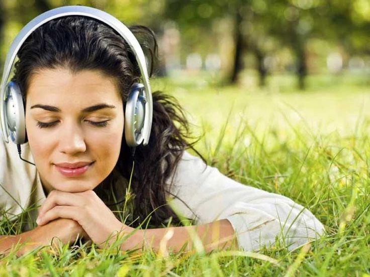 Escuchar música clásica genera efectos moleculares que ayudan a prevenir el desarrollo de enfermedades neurodegenerativas.