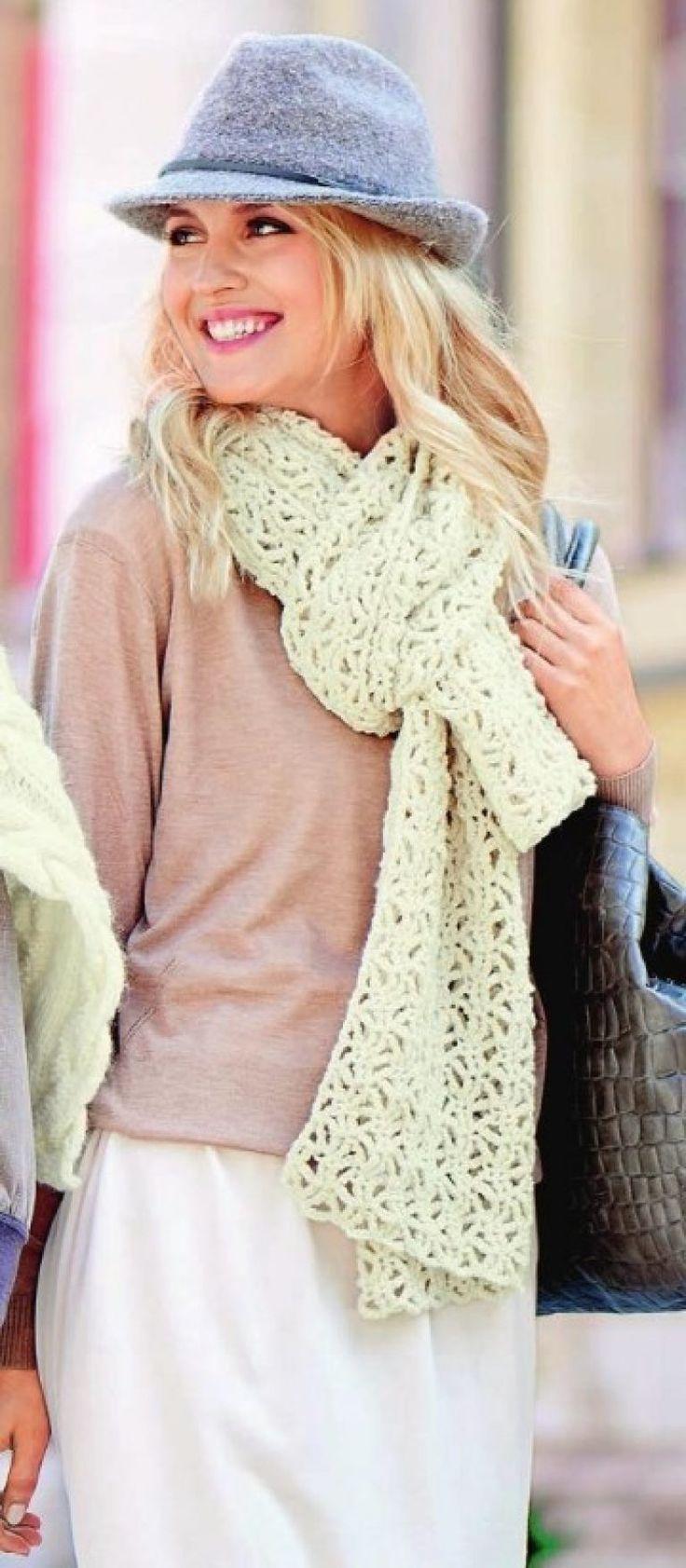 Вязаный кружевной шарф крючком