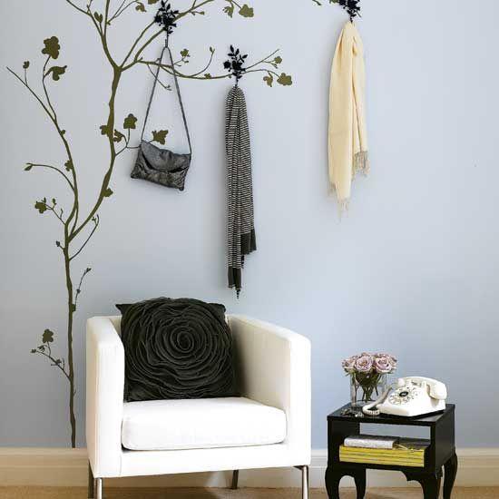 uma árvore na parede + ganchos = cabideiro único