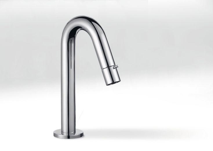 Op zoek naar een nieuwe #kraan? Wat dacht je van deze #KLUDI? Praktisch, hygiënisch en #waterbesparend.  www.wonen.nl/badkamer/kraan/nieuws/kludi-toiletkraan-met-perlatorbediening