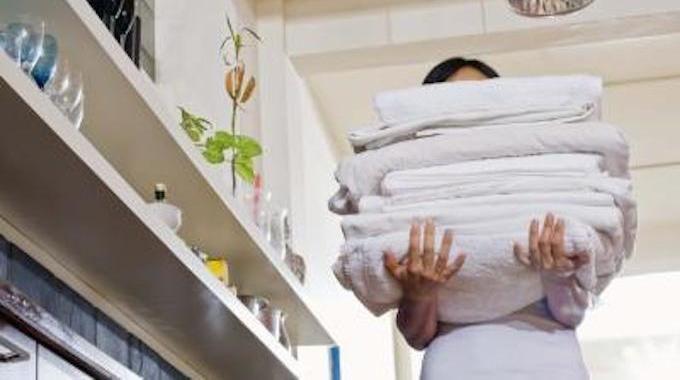 Parfumer naturellement son linge pour pas cher et profiter de douces senteurs printanières d'orange, de jasmin ou de lavande, ça vous dit ? Pas besoin d'acheter des lessives hors de prix pour