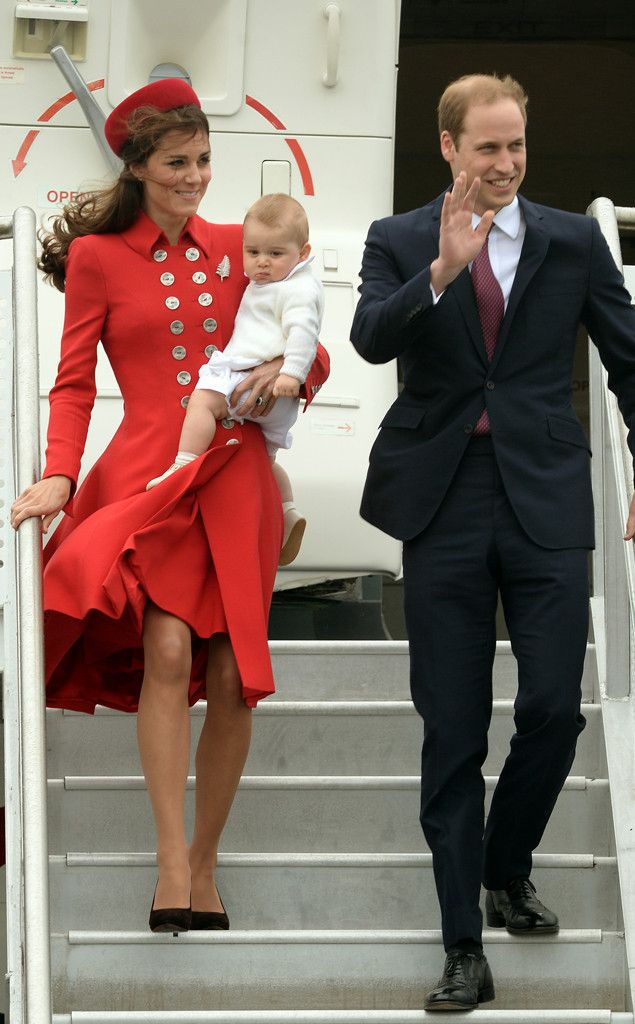 Prince George Looks Just Like His Mum and Dad?See Prince William and Kate Middleton's Baby Pics! | E! Online Mobile