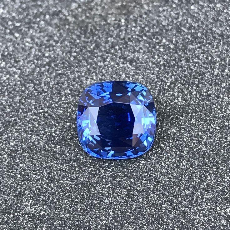 BLUE #SAPPHIRE 3.19 CT UNHEATED (NATURAL) Treatment: unheated (natural) Shape: cushion Clarity: VVS (eye clean) Dimensions (mm): 8.15x8.25x5.11