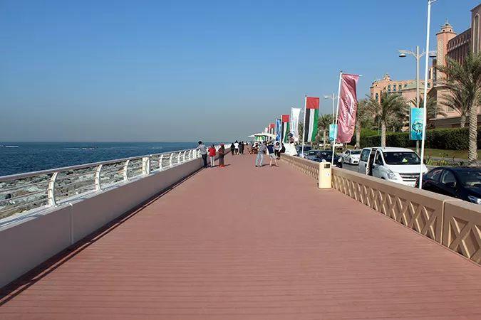 Ada Wanders/Włóczykijada. Dubaj. Palm Jumeraih. Promenada nad Zatoką Perską