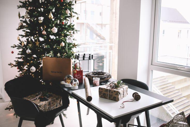 · Don't be afraid to mix elements · • • • Jeg elsker å pakke inn julepresanger. Jeg husker godt mine år som ansatt i klesbutikk – jeg elsket juletidene fordi jeg synes det var så morsomt å lage presangene til ekstra fine når tiden tillot det, og ikke den verste rushen sto på! Kundene ble glad, jeg ble …